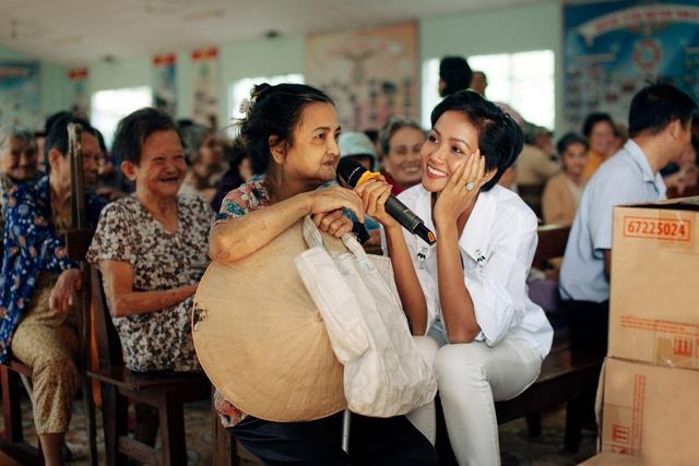 Hoa hậu H'Hen Niê đồng hành hỗ trợ trẻ em nghèo - Ảnh 3.
