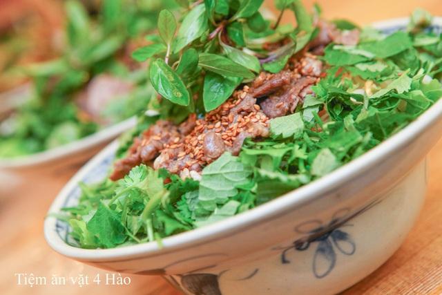"""Khám phá tiệm ăn vặt 4 Hào nổi tiếng ngon """"điên đảo"""" ở Hà Nội - Ảnh 6."""