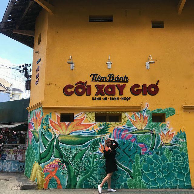 Giới trẻ Hà thành thi nhau check-in ở bức tường Hoa Thiên Điểu trên phố đi bộ Trịnh Công Sơn - Ảnh 11.