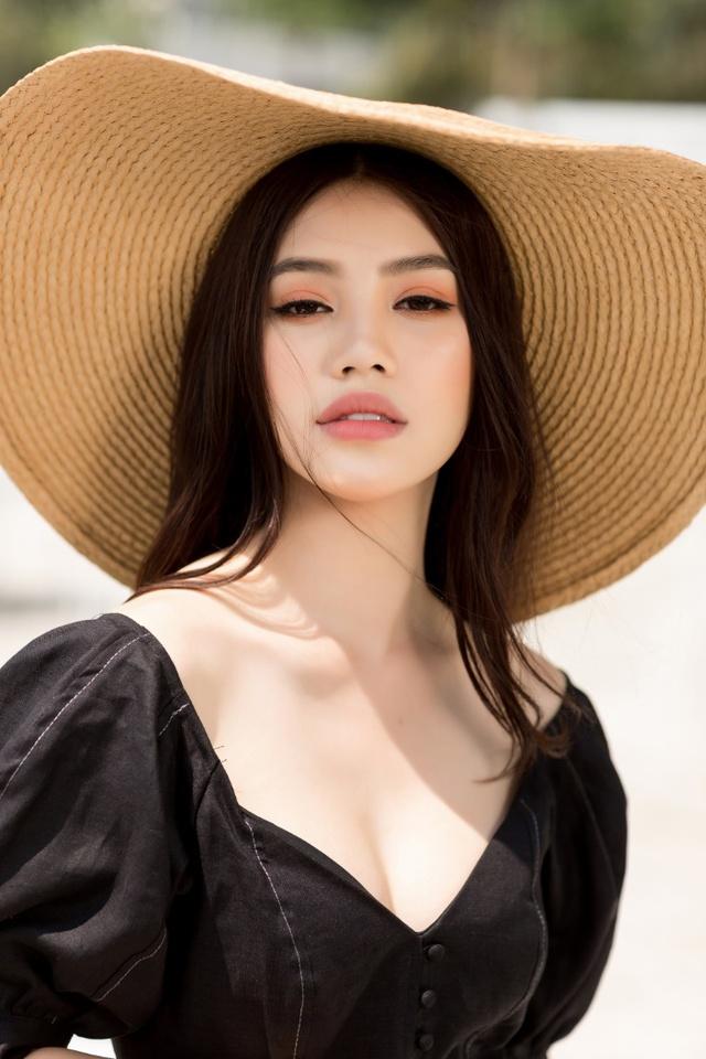 Xuống phố xinh đẹp và sang chảnh như Jolie Nguyễn trong dịp hè này! - Ảnh 6.