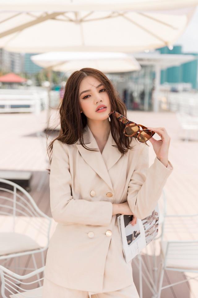 Xuống phố xinh đẹp và sang chảnh như Jolie Nguyễn trong dịp hè này! - Ảnh 19.