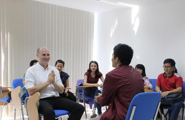 Học tiếng Anh miễn phí với phương pháp truyền cảm hứng tại SIU - Ảnh 3.