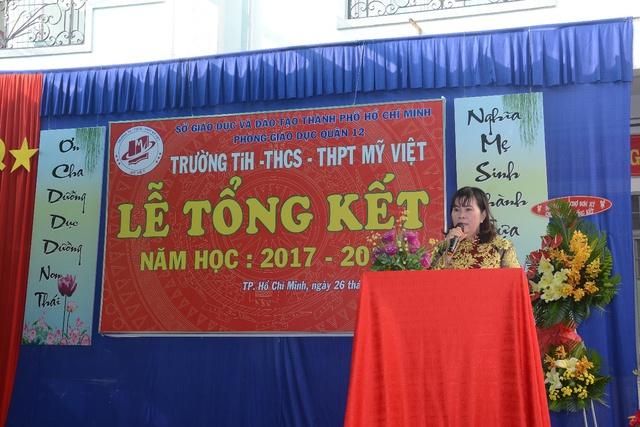 Đức Phúc đóng vai học sinh cá biệt dự lễ tổng kết năm học trường Mỹ Việt - Ảnh 1.