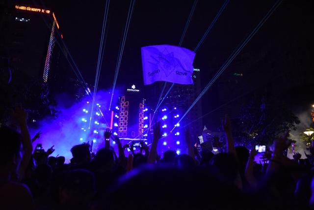 Lâu lắm rồi, giới trẻ Sài Gòn mới có một đêm quẩy EDM đã - đỉnh - đáng đến thế - Ảnh 11.