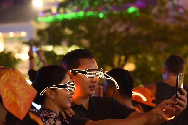 Lâu lắm rồi, giới trẻ Sài Gòn mới có một đêm quẩy EDM đã - đỉnh - đáng đến thế - Ảnh 13.