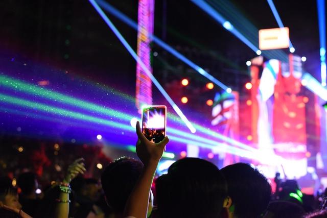 Lâu lắm rồi, giới trẻ Sài Gòn mới có một đêm quẩy EDM đã - đỉnh - đáng đến thế - Ảnh 14.