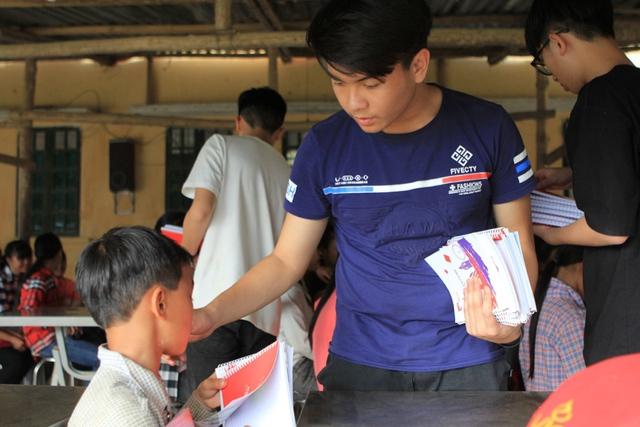 Đâu chỉ học từ sách vở, học sinh FPT có nguồn kiến thức thú vị hơn nhiều - Ảnh 2.