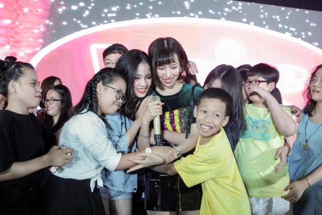 Min và Jaykii xuất hiện, truyền cảm hứng cho thí sinh tại đêm thi Nhóm hát top 35 của Voice Up - Ảnh 5.