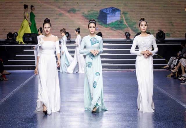 Tường Linh The Face xuất hiện ấn tượng, làm vedette trong show Áo Dài Hoà Vi - Ảnh 2.