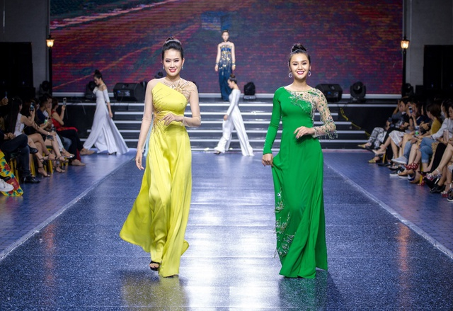 Tường Linh The Face xuất hiện ấn tượng, làm vedette trong show Áo Dài Hoà Vi - Ảnh 3.