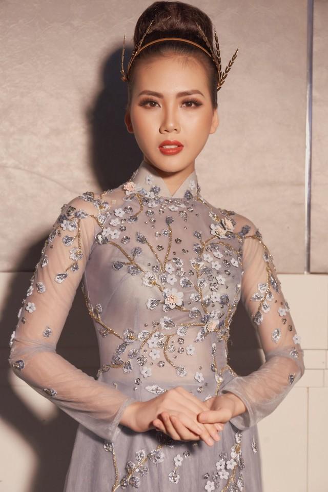 Tường Linh The Face xuất hiện ấn tượng, làm vedette trong show Áo Dài Hoà Vi - Ảnh 11.
