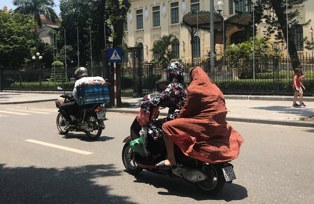 Người Hà Nội rủ nhau trốn nóng ở thành phố trong mây - Ảnh 2.