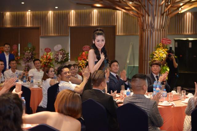 Á hậu Tú Anh xuất hiện xinh đẹp tại sự kiện ra mắt thương hiệu mỹ phẩm thiên nhiên Hàn Quốc C'n - ảnh 2