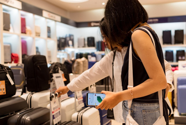 Chia tay ví, giới trẻ ngày nay chỉ cần smartphone là tha hồ tung quẩy - Ảnh 7.