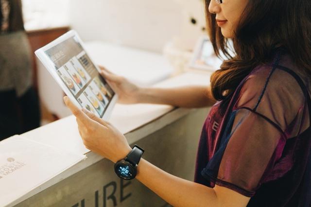 Chia tay ví, giới trẻ ngày nay chỉ cần smartphone là tha hồ tung quẩy - Ảnh 11.