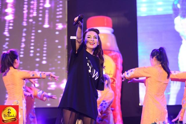 """Dàn sao khủng đội mưa khuấy động Lễ hội """"Phố hàng nóng"""" tại Hà Nội - ảnh 4"""