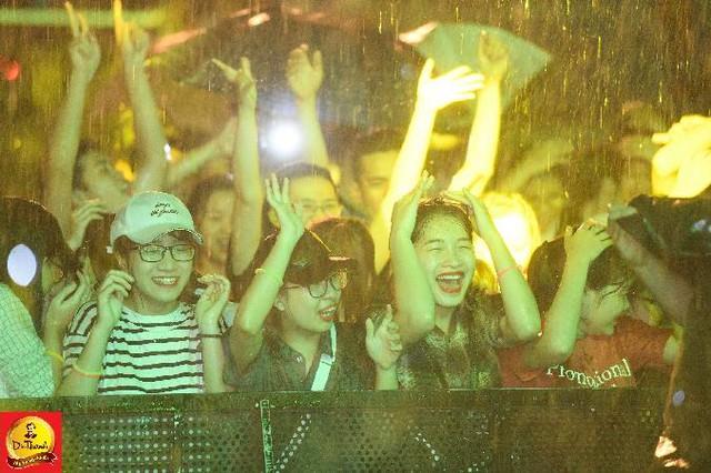"""Dàn sao khủng đội mưa khuấy động Lễ hội """"Phố hàng nóng"""" tại Hà Nội - ảnh 7"""