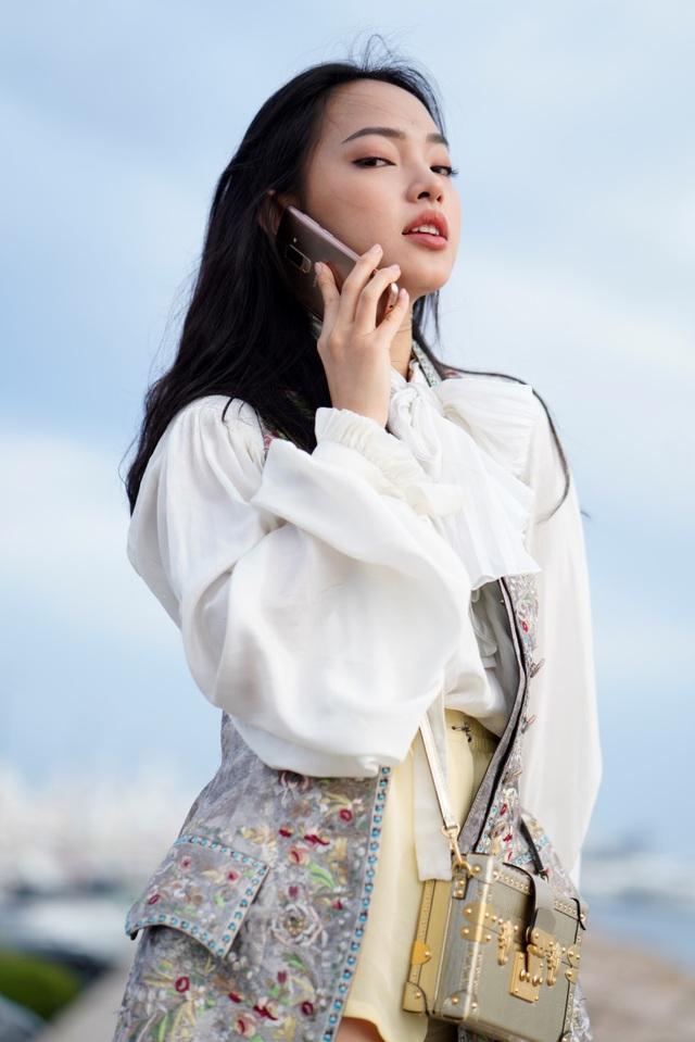 Lục túi sao: Hai nàng fashionista đình đám đều đang mê mẩn sắc hoàng kim - Ảnh 1.