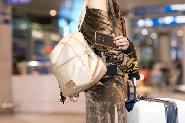 Lục túi sao: Hai nàng fashionista đình đám đều đang mê mẩn sắc hoàng kim - Ảnh 8.