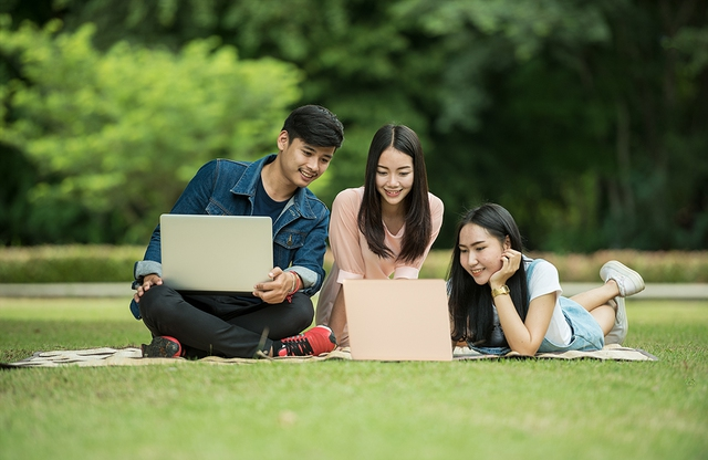 Top những laptop dành cho học sinh, sinh viên - Ảnh 1.