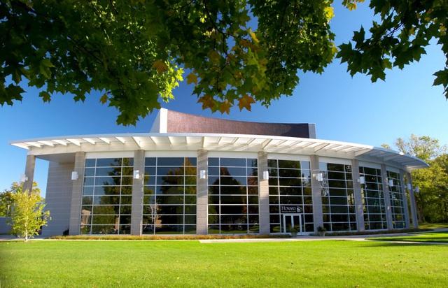 Viện đào tạo quốc tế, ĐHQG TP.HCM xét tuyển 2 chương trình cử nhân quốc tế - Ảnh 1.