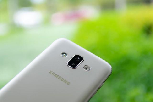 Đánh giá Galaxy J7 Duo: niềm vui nhân đôi - Ảnh 1.