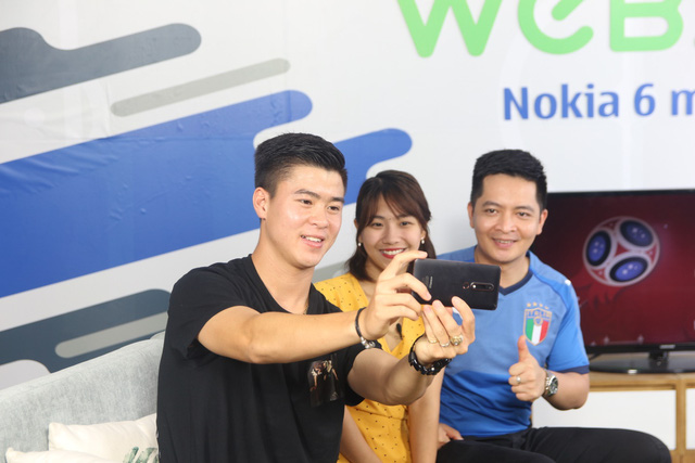 """""""Bạch mã hoàng tử"""" U23 Duy Mạnh ghé thăm chung cư VTM trong sitcom tập 7 của WeBall - ảnh 2"""