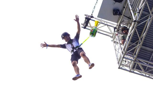 """Á hậu Mâu Thủy """"đặt gạch"""" so gân cùng fan Đà Nẵng trên bức tường cao kỷ lục Việt Nam - ảnh 3"""