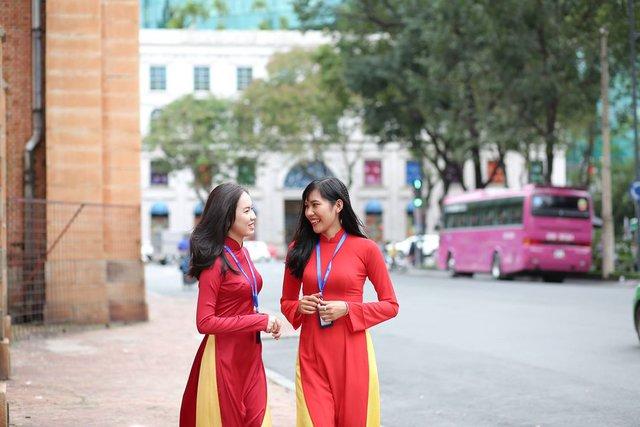 Cùng ngắm nhìn đồng phục siêu đẹp của sinh viên trường Cao đẳng nghề Du lịch Sài Gòn - Ảnh 2.