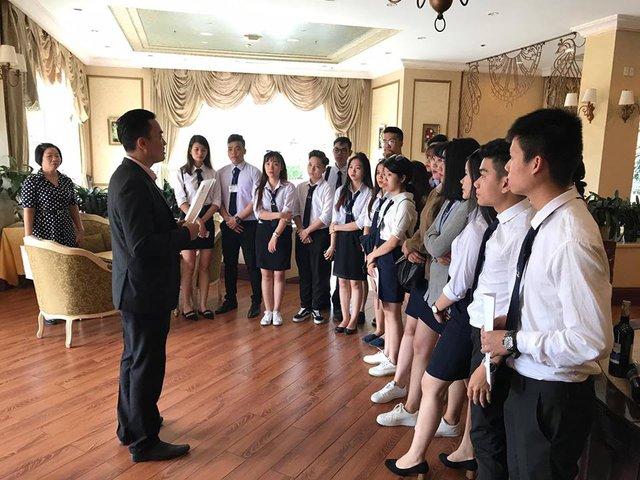 Cùng ngắm nhìn đồng phục siêu đẹp của sinh viên trường Cao đẳng nghề Du lịch Sài Gòn - Ảnh 6.