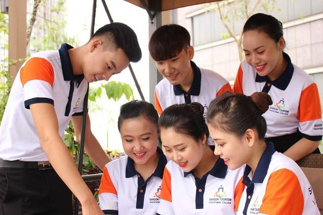 Cùng ngắm nhìn đồng phục siêu đẹp của sinh viên trường Cao đẳng nghề Du lịch Sài Gòn - Ảnh 7.