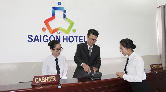 Cùng ngắm nhìn đồng phục siêu đẹp của sinh viên trường Cao đẳng nghề Du lịch Sài Gòn - Ảnh 9.