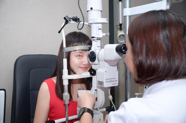 Chán kính cận bất tiện, các bạn trẻ băn khoăn có nên phẫu thuật để tháo kính - ảnh 1