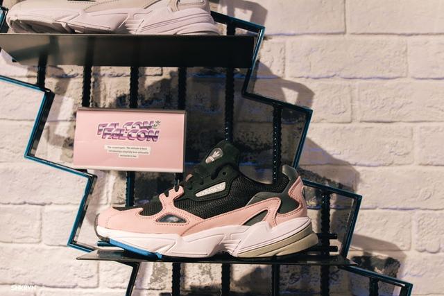 Truy tìm đôi giày hot nhất tháng 9 của adidas Originals – FALCON W - ảnh 1