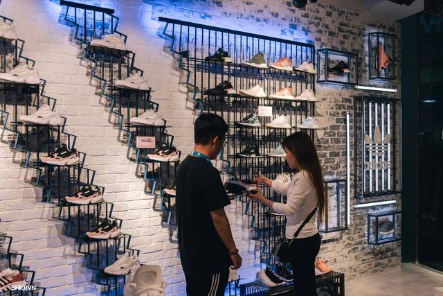 Truy tìm đôi giày hot nhất tháng 9 của adidas Originals – FALCON W - ảnh 4