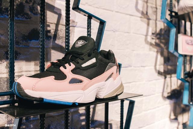 Truy tìm đôi giày hot nhất tháng 9 của adidas Originals – FALCON W - ảnh 6