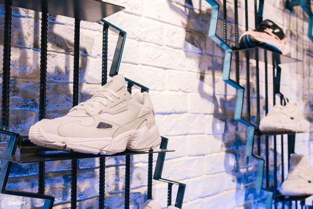 Truy tìm đôi giày hot nhất tháng 9 của adidas Originals – FALCON W - ảnh 7