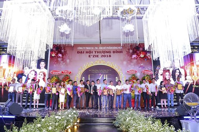 Bùi Anh Tuấn, Hồ Quang Hiếu khuấy động chương trìnhĐại hội Thượng đỉnhE'zie 2018 - ảnh 2