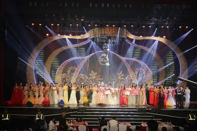 Đặng Gia Bena tỏa sáng cùng những người đẹp trong cuộc thi Nữ hoàng doanh nhân Đất Việt 2018 - ảnh 1