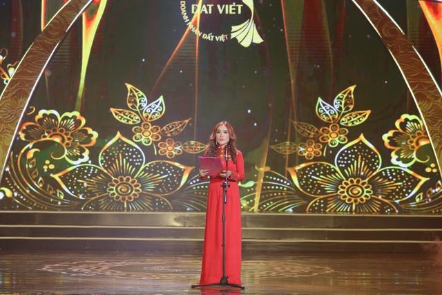 Đặng Gia Bena tỏa sáng cùng những người đẹp trong cuộc thi Nữ hoàng doanh nhân Đất Việt 2018 - ảnh 4