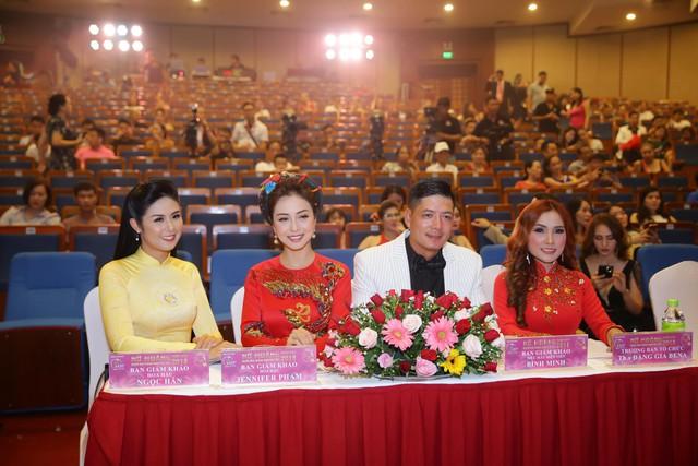 Đặng Gia Bena tỏa sáng cùng những người đẹp trong cuộc thi Nữ hoàng doanh nhân Đất Việt 2018 - ảnh 5
