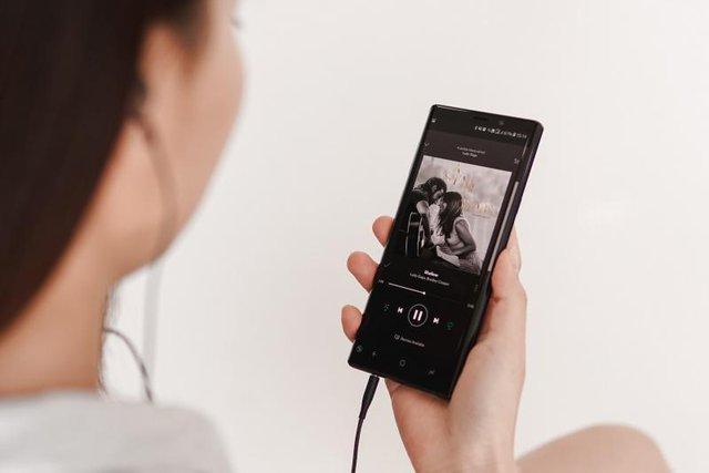 Smartphone đã thay thế những gì trong túi của một cô gái trẻ? - Ảnh 7.