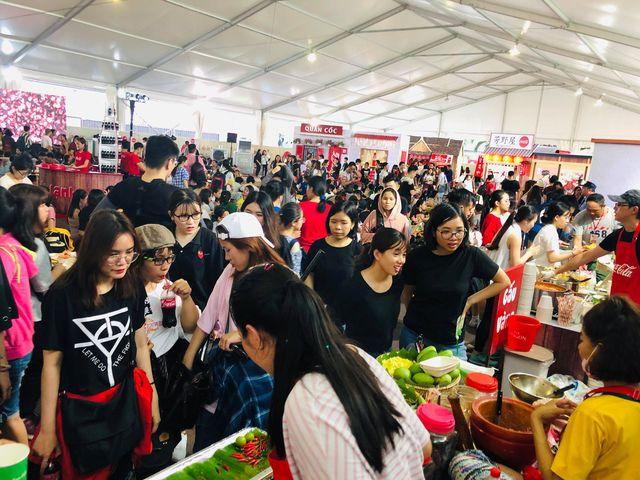 """Hình như cả Sài thành đang đổ về đây """"ăn trọn Thái, Hàn, Việt, Nhật - ảnh 1"""