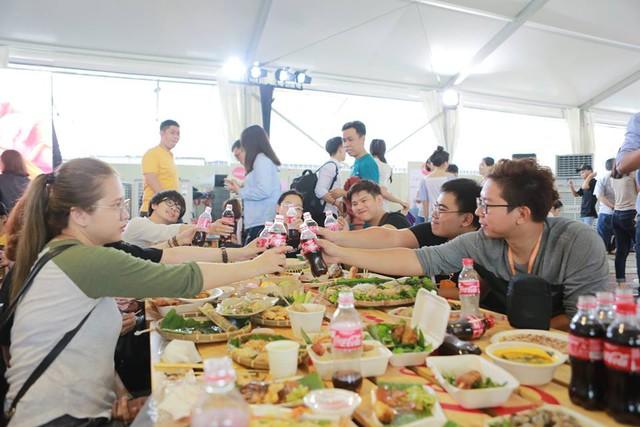 """Hình như cả Sài thành đang đổ về đây """"ăn trọn Thái, Hàn, Việt, Nhật - ảnh 7"""