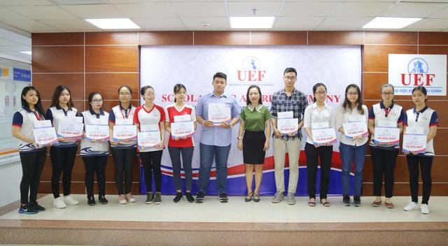 Sinh viên được tiếp thêm động lực học tập từ quỹ học bổng UEF - Ảnh 2.