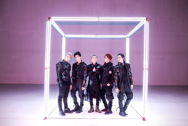 Hơn 6 triệu views, Han Sara và Uni5 khiến fan nức lòng với MV Phá Đảo Thế Giới Ảo - ảnh 4