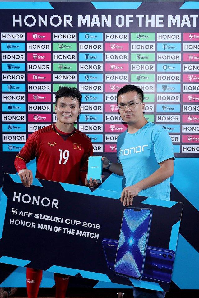 """Hé lộ món quà công nghệ được tặng cho """"Người hùng của trận đấu"""" tại AFF Cup 2018 - Ảnh 2."""