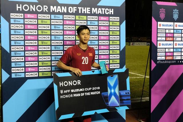 """Hé lộ món quà công nghệ được tặng cho """"Người hùng của trận đấu"""" tại AFF Cup 2018 - Ảnh 3."""