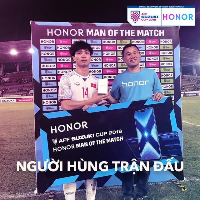 """Hé lộ món quà công nghệ được tặng cho """"Người hùng của trận đấu"""" tại AFF Cup 2018 - Ảnh 4."""