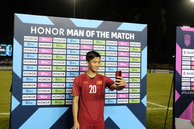 """Hé lộ món quà công nghệ được tặng cho """"Người hùng của trận đấu"""" tại AFF Cup 2018 - Ảnh 6."""